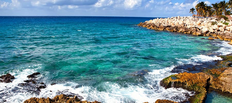 Mar azul en Cozumel, México