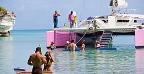 Paseo en catamarán Restless Native y buceo de superficie