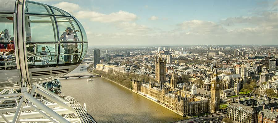 Captivating views of Europe from the London Eye