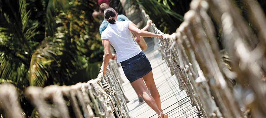 Erkunden Sie den üppigen Dschungel auf Ihrer Kreuzfahrt zu den Islas de la Bahía nach Roatán