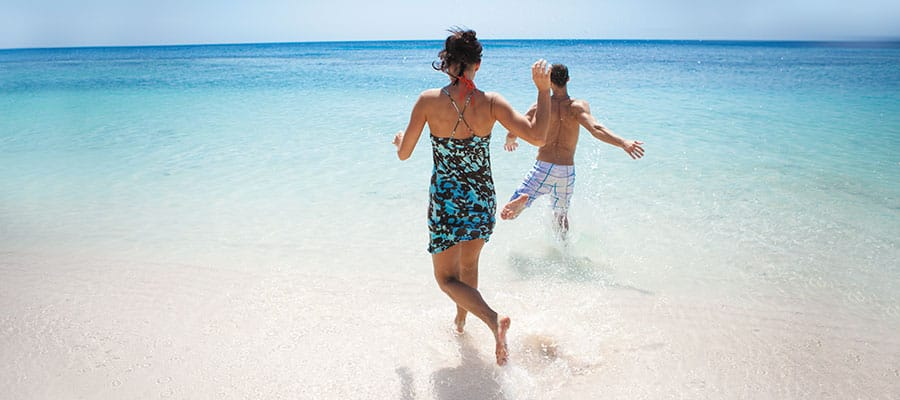 החופים של איי רואטן בשייט שלכם לקריביים