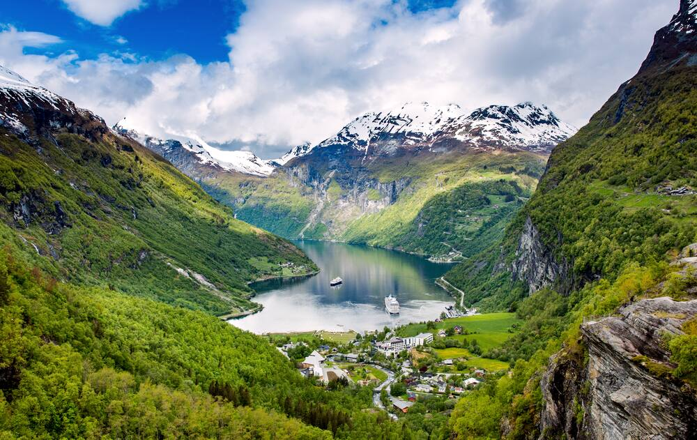 Cruise Geiranger Fjord with Norwegian