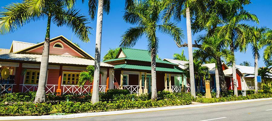 Colourful houses when you do a Caribbean cruise