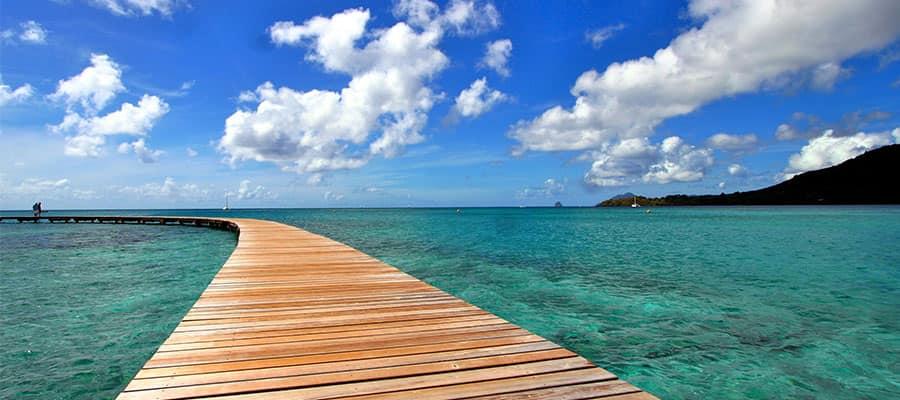 Naviga verso le acque turchesi della Martinica