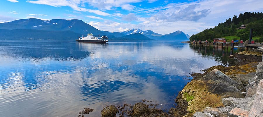 Calm days on Alesund cruises