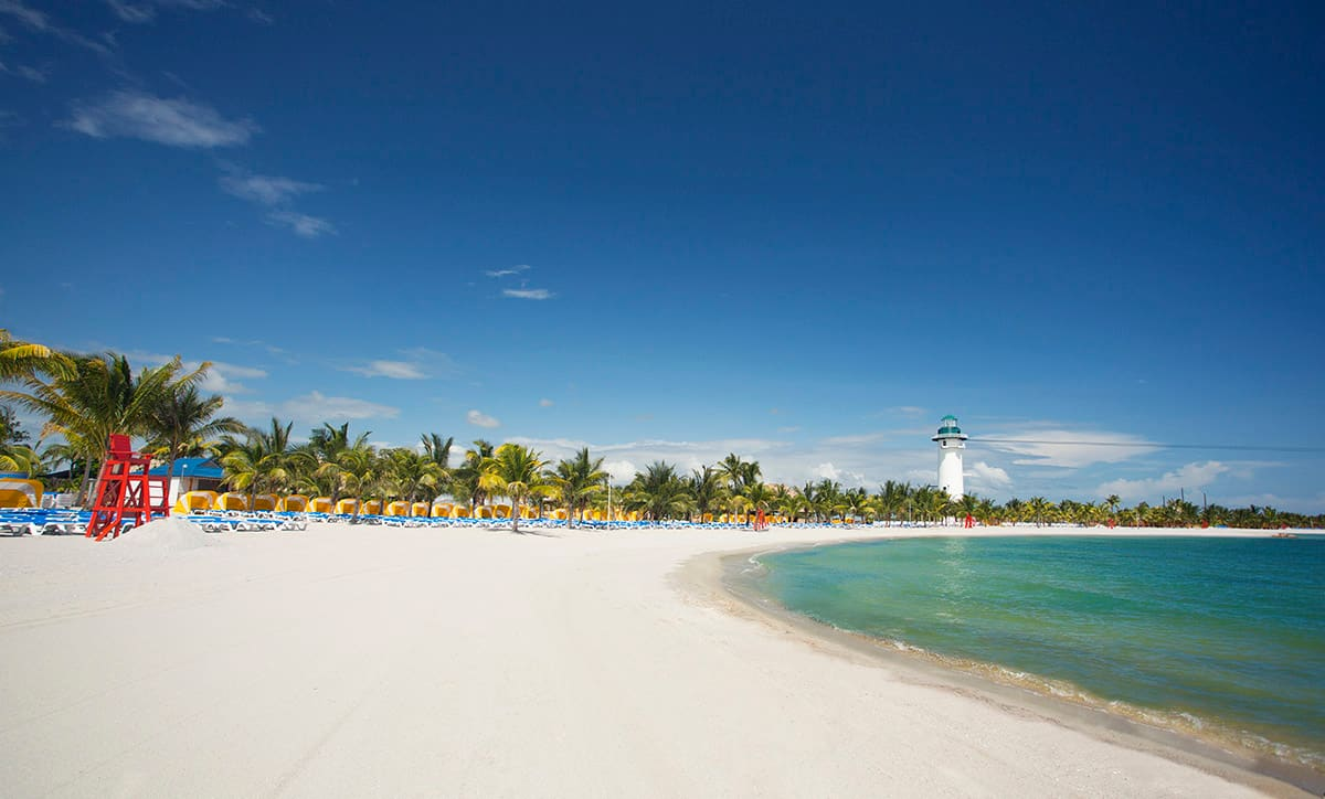 Cruise to Harvest Caye in Belize