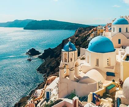 Spazieren Sie durch die sonnengebleichten Straßen Griechenlands