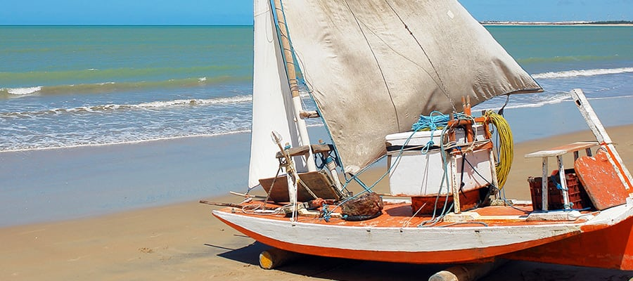 Aventura no catamarã em um cruzeiro para Angra dos Reis