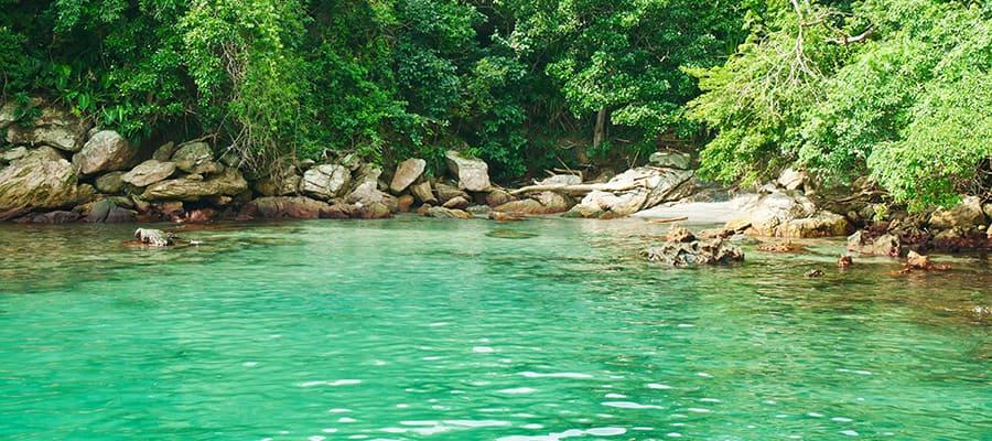 Lagoa azul em um cruzeiro em Angra dos Reis