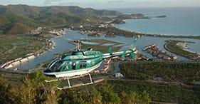 Antigua mit dem Hubschrauber