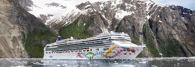Norwegian Pearl cruises the Inside Passage