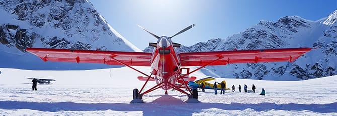 Idrovolante in preparazione per un tour in volo dell'Alaska