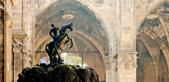 Grand statues adorn the Cathedral gardens of Barcelona