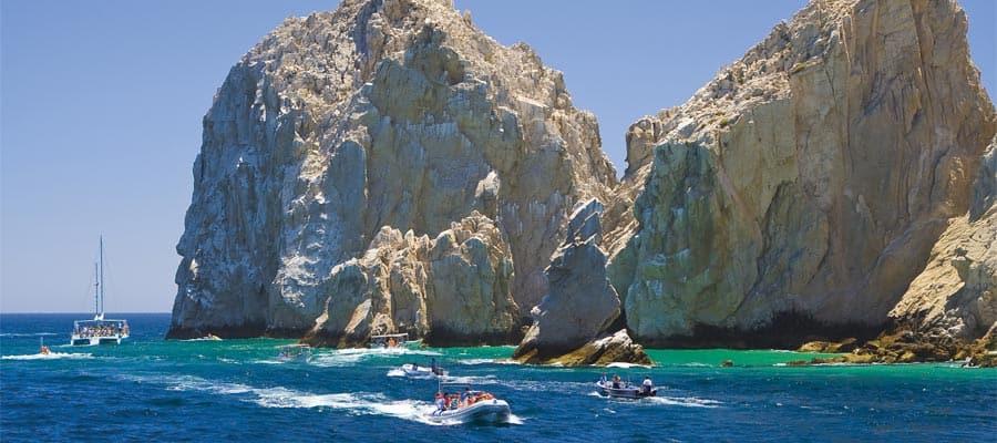 Vedi gli archi di roccia con la tua crociera del Canale di Panama