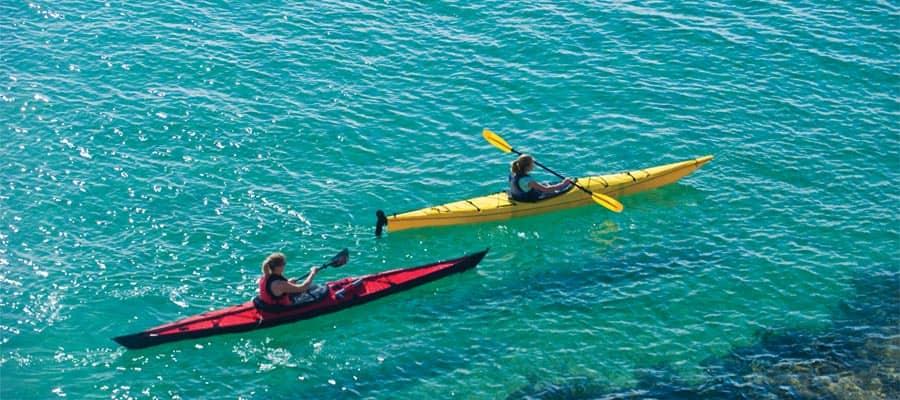 Fai kayak nelle acque cristalline di Cabo San Lucas