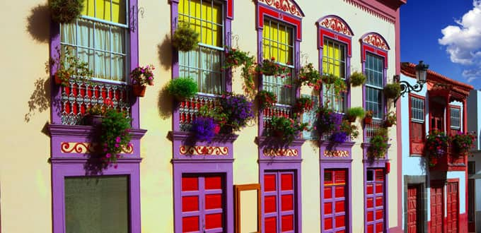 Vibrant colors paint the town in Santa Cruz de la Palma
