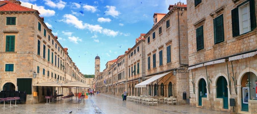 Machen Sie eine Kreuzfahrt zur venezianischen Architektur der Altstadt