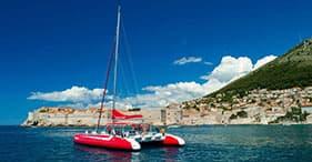 Découverte de la vieille ville en catamaran et pause détente à la plage