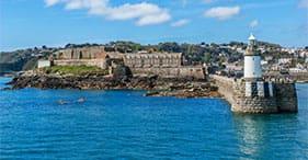 נמל סנט פיטר וטירת קורנט.