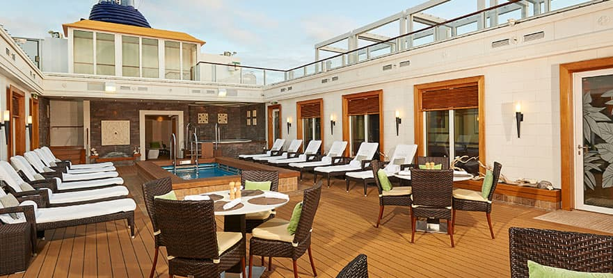 The Haven Courtyard sur le Norwegian Gem