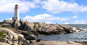 נסיעה לאורך החוף אל Peggy's Cove (בצרפתית)