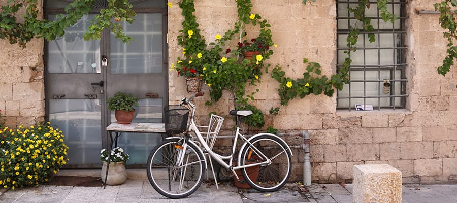 Paseo en bicicleta por la ciudad antigua de Jaffa en tu crucero a Haifa