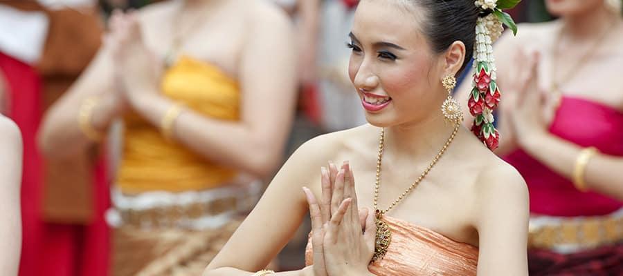 No puedes dejar de ver una danza tailandesa tradicional en un crucero a Phuket
