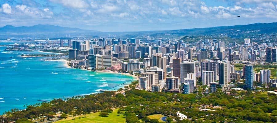 Beautiful skyline on your Honolulu cruise
