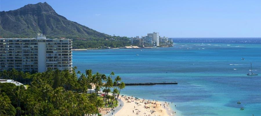 Faça um cruzeiro pela praia de Waikiki no Havaí