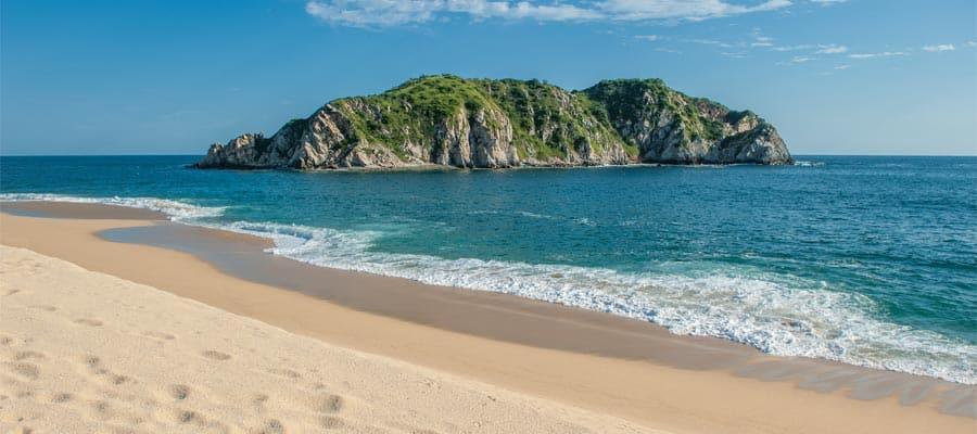 南米クルーズで柔らかな砂浜と暖かい波を体験