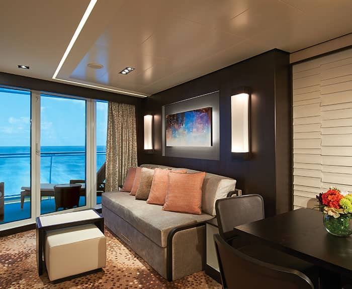 Penthouse de frente para a popa do The Haven no Norwegian Escape
