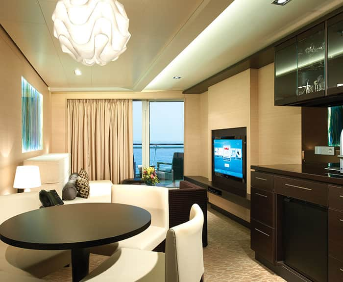 Penthouse de frente para a popa do The Haven no Norwegian Epic