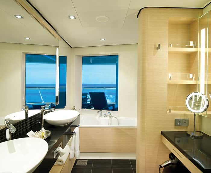 The Haven's Penthouse con orientación a la popa en el Norwegian Epic