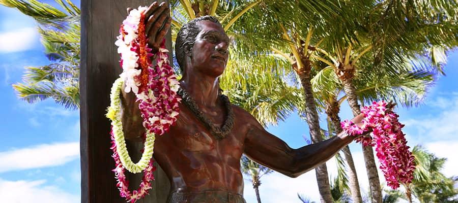 Statue von Duke Kahanamoku auf Hawaii