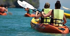 Catarata de la bahía de Hilo y kayak