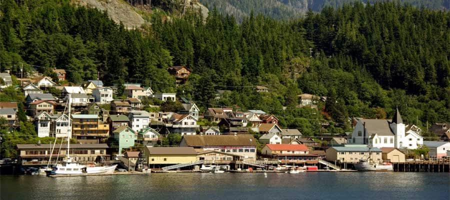 נופים ציוריים של העיר קטצ'יקן, אלסקה