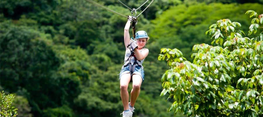Empruntez une tyrolienne dans la forêt vierge durant votre croisière sur le Canal de Panama