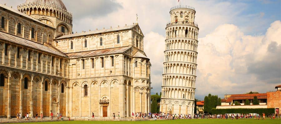 Torre pendente di Pisa durante la tua crociera in Italia