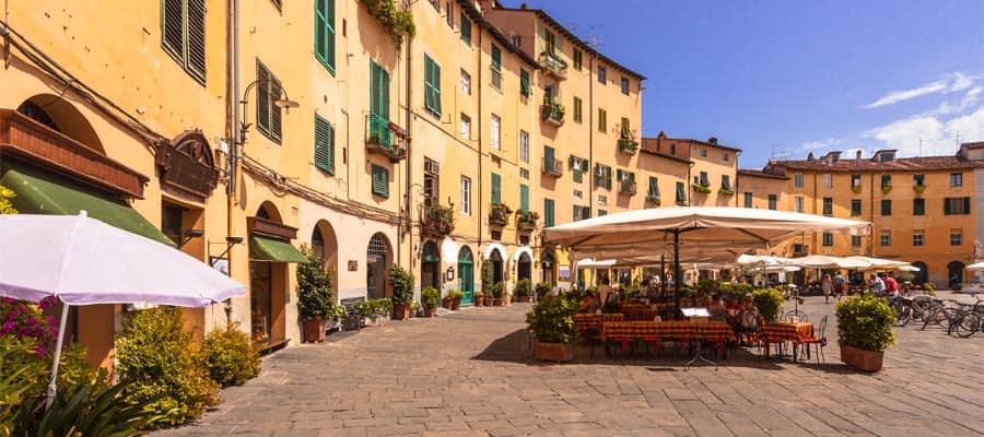 כיכר העיר האובלית באיטליה