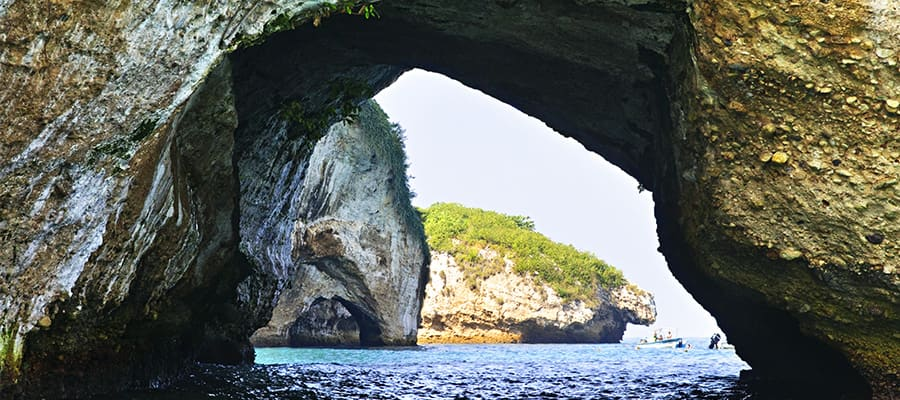 Los Arcos on your cruise from Puerto Vallarta, Mexico