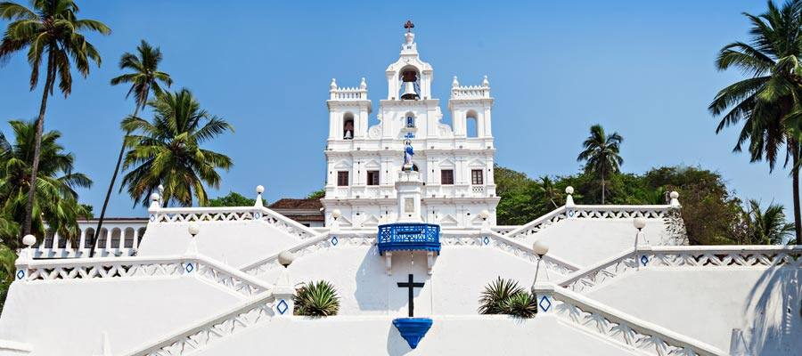 L'église Notre-Dame-de-l'Immaculée-Conception lors d'une croisière à Mormugao Goa
