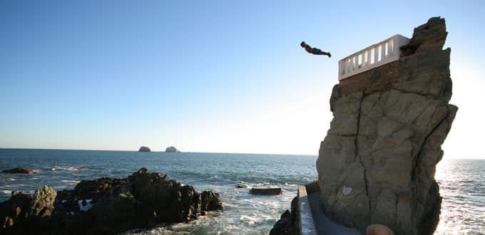 Watch the brave cliff divers in Mazatlan, Mexico