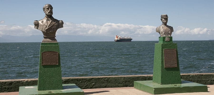 Statues of Arturo Prat & Ignacio Pinto on your Puerto Montt cruise
