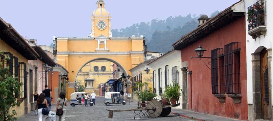 Durchstreifen Sie authentische Städte auf Ihrer Panamakanalkreuzfahrt