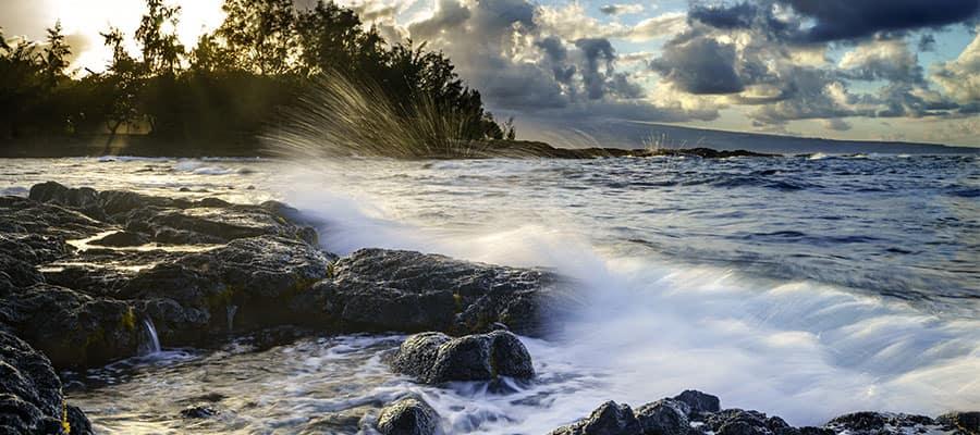 Atemberaubende Küstenabschnitte auf einer Hawaiikreuzfahrt