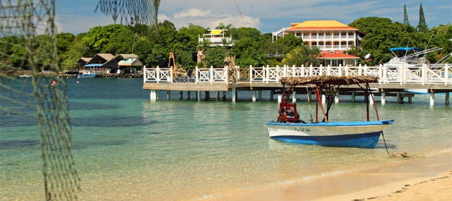 Beautiful beaches on your Roatan holiday
