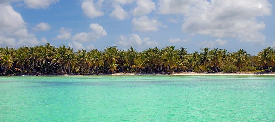 サントドミンゴクルーズでの温暖なカリブ海