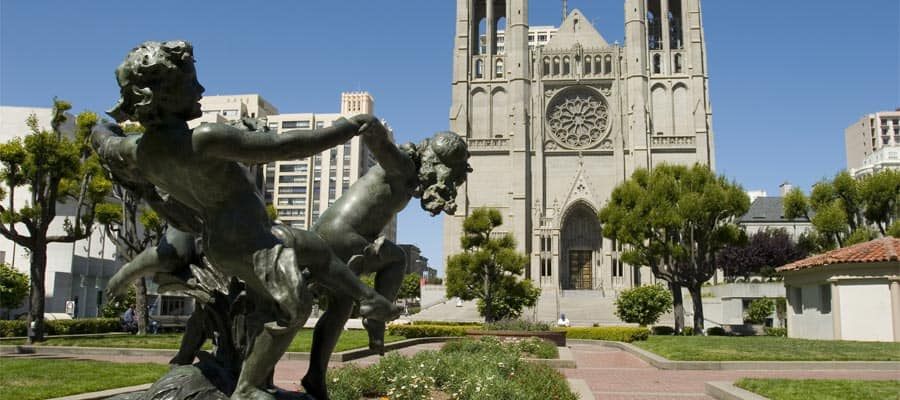 Springbrunnen und Grace Cathedral in Nob Hill