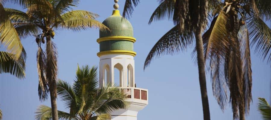 オマーンのモスクに立つミナレット