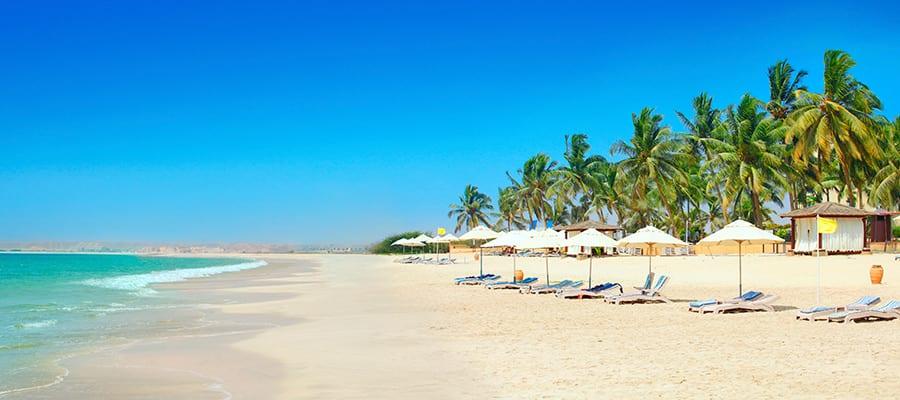 太陽がいっぱいのサラーラのビーチ